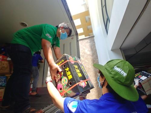 Tình người trong đại dịch ở Thành phố Hồ Chí Minh - ảnh 17