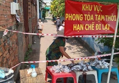 Tình người trong đại dịch ở Thành phố Hồ Chí Minh - ảnh 21