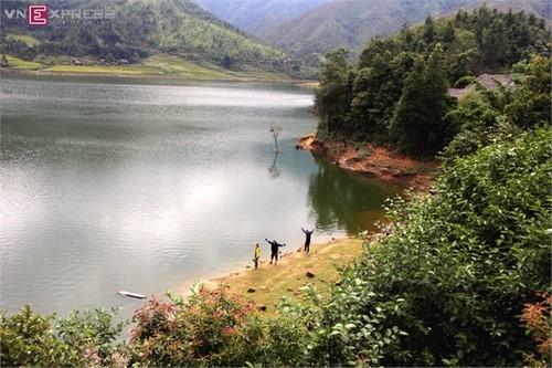 Hồ Séo Mý Tỷ, vẻ đẹp giữa núi rừng Tây Bắc - ảnh 11