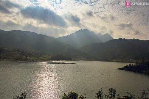 Hồ Séo Mý Tỷ, vẻ đẹp giữa núi rừng Tây Bắc - ảnh 4