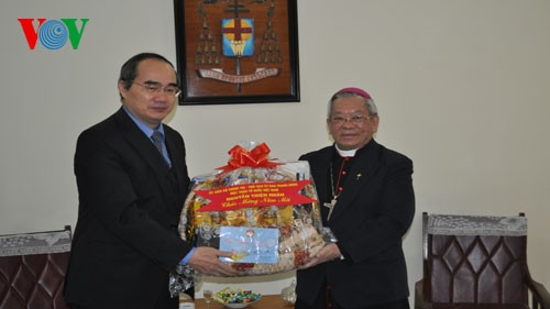 阮善仁看望越南天主教河内大教区总主教并拜年 - ảnh 1