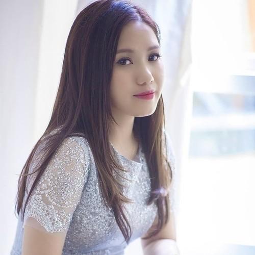 女歌手垂芝清纯而温柔的歌声 - ảnh 1