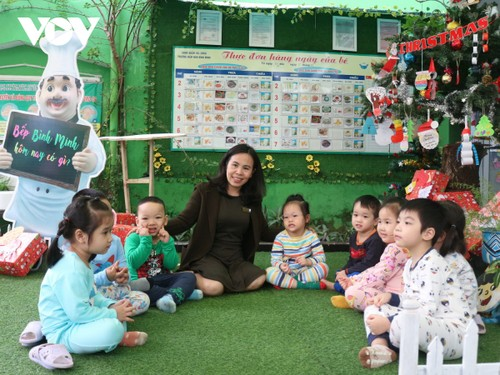 对孩子有一颗怜爱心的女教师阮国书簪 - ảnh 1