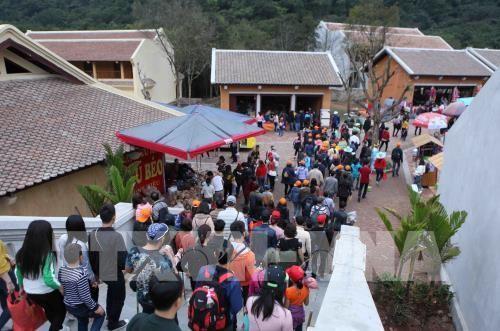 Lượng du khách đến tỉnh Quảng Ninh tăng cao  - ảnh 1