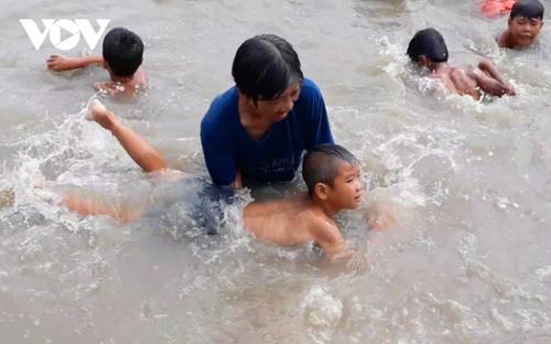 入选福布斯榜单的孩子们的游泳女教练 - ảnh 1