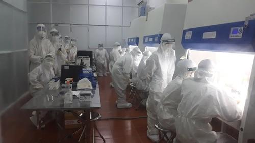 青年志愿者热心参加胡志明市新冠肺炎疫情防控工作 - ảnh 1