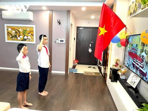 越南学生克服疫情困难开始新学年 - ảnh 1