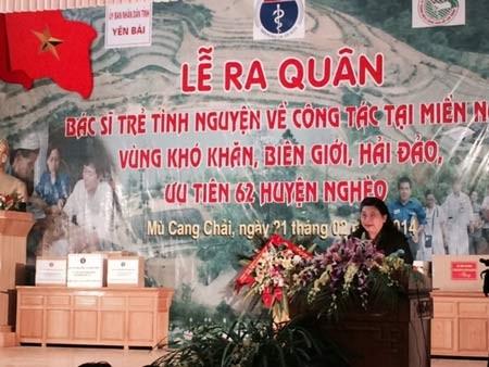 Dokter muda sukarelawan berangkat ke daerah pegunungan, daerah pedalaman dan daerah pelosok - ảnh 1