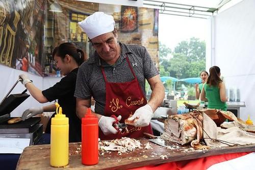 Kultur und Kochkunst Italiens werden auf dem Ly Thai To-Platz in Hanoi vorgestellt - ảnh 1