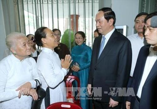 陈大光看望胡志明市教区主教坐堂并向总主教致以圣诞祝贺 - ảnh 1