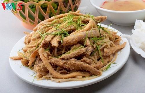 Ayam Dong Tao - masakan yang enak dan menarik bagi para wisatawan - ảnh 3