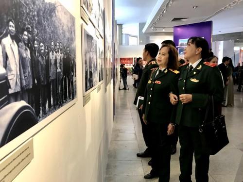 Pameran Hubungan Persahabatan Istimewa Vietnam – Laos – Pameran Memori Prajurit - ảnh 1