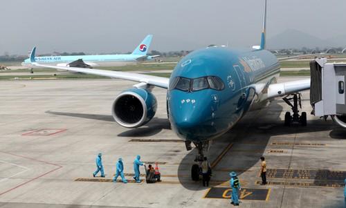 Airports in Hanoi, HCMC continue receiving international flights - ảnh 1