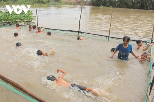 Local swimming coach makes inspirational women list by Forbes Vietnam - ảnh 2