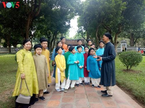 """Мужчины во вьетнамском традиционном платье """"аозай"""" - усиление праздничной атмосферы - ảnh 13"""
