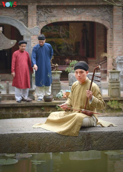 """Мужчины во вьетнамском традиционном платье """"аозай"""" - усиление праздничной атмосферы - ảnh 5"""