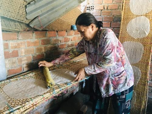 Донгбинь –деревня с более чем 100-летней историей по производству съедобной рисовой бумаги в провинции Фуиен - ảnh 3