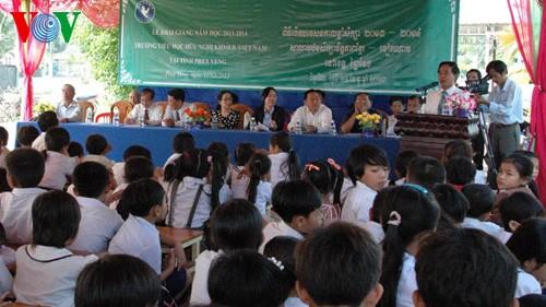 Trường Tiểu học hữu nghị Khmer - Việt Nam  tỉnh Rey Veng, Campuchia khai giảng năm thứ hai - ảnh 1