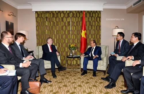 Thủ tướng Nguyễn Xuân Phúc tiếp các quan chức cấp cao EU - ảnh 1