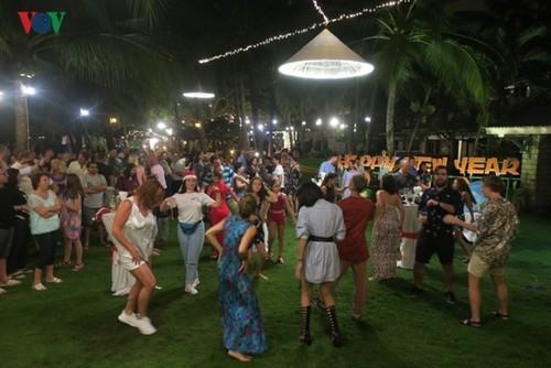 Bình Thuận: Du khách quốc tế đón năm mới 2019 - ảnh 1