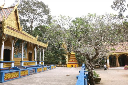 Đồng bào Khmer vui đón Tết cổ truyền Chôl Chnăm Thmây - ảnh 1
