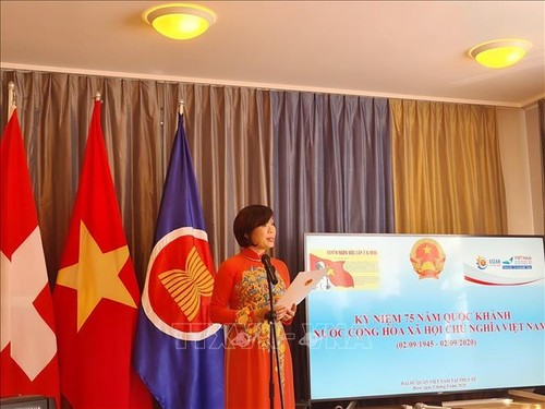 Cơ quan đại diện Ngoại giao Việt Nam tại Geneva gặp gỡ bà con Việt kiều dịp 75 năm Quốc khánh Việt Nam - ảnh 1