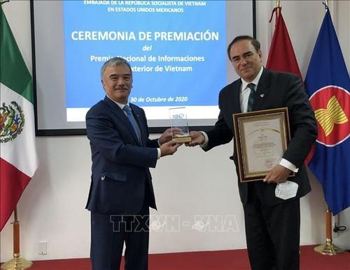 Trao 2 Giải thưởng toàn quốc về thông tin đối ngoại cho các tác giả Mexico - ảnh 1