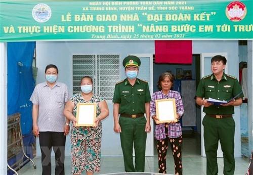 Bộ đội Biên phòng Sóc Trăng tặng nhà và học bổng cho hộ nghèo, học sinh vùng biên giới biển - ảnh 1