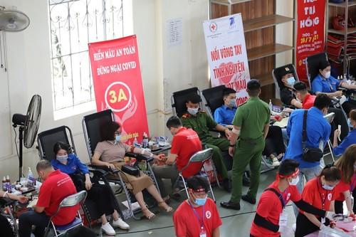 """Ngày hội hiến máu tình nguyện """"Sơn La - ngàn trái tim hồng"""" - ảnh 1"""