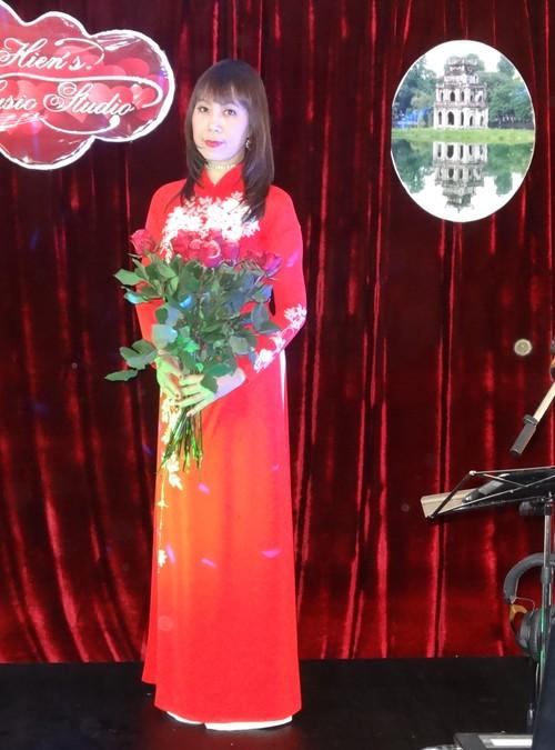 Giọng hát Đinh Thanh Hiền - nhớ về quê hương qua những khúc hát tri ân - ảnh 1