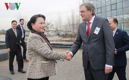 National Assembly Chairwoman visits Dutch hi-tech agricultural center - ảnh 1