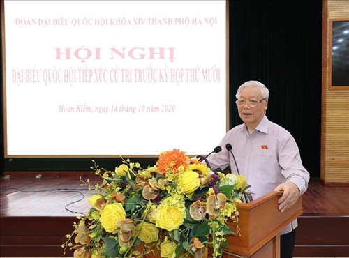Party chief and President calls for people's contribution to Hanoi and national development - ảnh 1