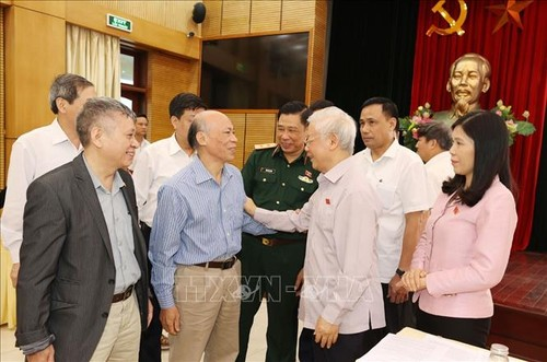Party chief and President calls for people's contribution to Hanoi and national development - ảnh 2