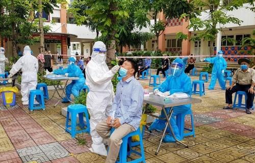 COVID-19: Vietnam reports 8,620 cases on Sunday - ảnh 1