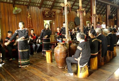 祝寿仪式体现了埃德族同胞尊老敬老的文化美 - ảnh 1