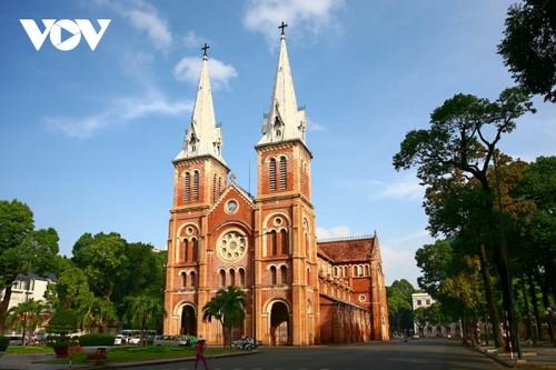 Chiêm ngưỡng tuyệt tác Nhà thờ Đức Bà Sài Gòn - ảnh 1