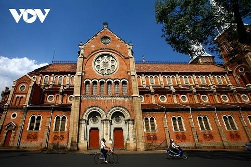 Chiêm ngưỡng tuyệt tác Nhà thờ Đức Bà Sài Gòn - ảnh 2