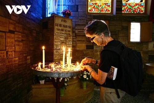 Chiêm ngưỡng tuyệt tác Nhà thờ Đức Bà Sài Gòn - ảnh 17