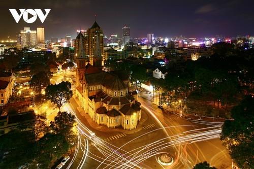 Chiêm ngưỡng tuyệt tác Nhà thờ Đức Bà Sài Gòn - ảnh 20