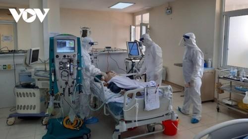 Hình ảnh cảm động về đội ngũ y, bác sĩ - những chiến binh thời bình - ảnh 14