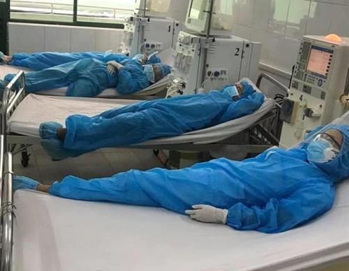 Hình ảnh cảm động về đội ngũ y, bác sĩ - những chiến binh thời bình - ảnh 4