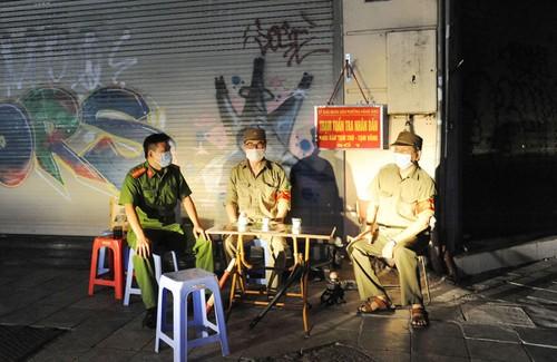 Hà Nội trong đêm giãn cách xã hội - ảnh 2