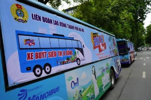 """""""Xe buýt siêu thị 0 đồng"""" kịp thời hỗ trợ người lao động Hà Nội ảnh hưởng do dịch COVID-19 - ảnh 2"""