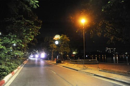 Hà Nội trong đêm giãn cách xã hội - ảnh 4