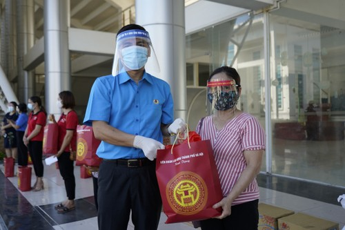"""""""Xe buýt siêu thị 0 đồng"""" kịp thời hỗ trợ người lao động Hà Nội ảnh hưởng do dịch COVID-19 - ảnh 4"""