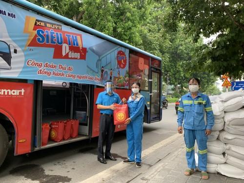 """""""Xe buýt siêu thị 0 đồng"""" kịp thời hỗ trợ người lao động Hà Nội ảnh hưởng do dịch COVID-19 - ảnh 9"""