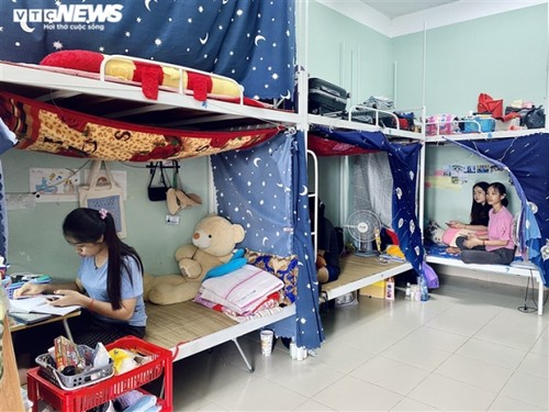 How do foreign students survive fresh COVID-19 outbreak in Vietnam? - ảnh 1