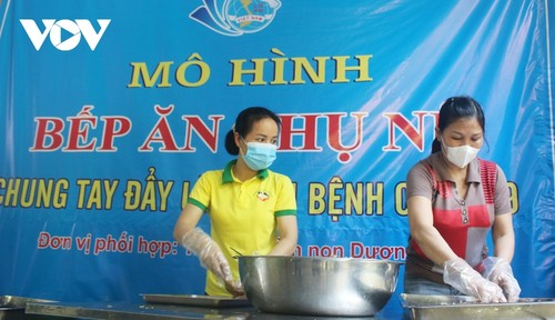 Women of Hanoi offer free meals for frontline workers during COVID-19 fight - ảnh 1