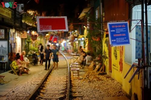 Unique railway café in Hanoi - ảnh 9