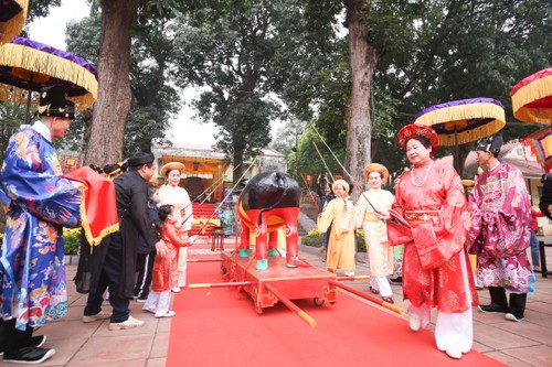 "Lion dance and ""Tien Xuan Nguu"" ritual to welcome Lunar New Year  - ảnh 5"